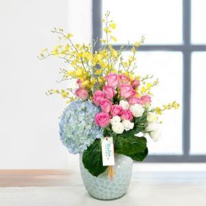稻草人花坊 跳舞兰+绣球+粉玫瑰 鲜花插花(含花瓶)298元