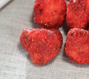 洽洽 果然维E草莓脆  30g(粉丝价加满减!) *15件82.5元(合5.5元/件)