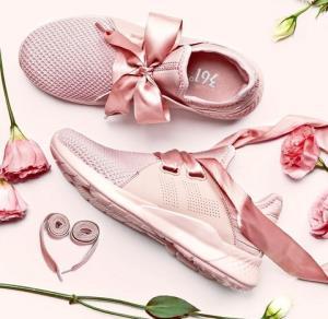 361°681822211N女士蝴蝶结装饰跑鞋 62.33元