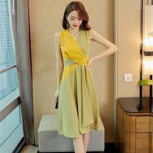 高端牛油果绿连衣裙新款V领显瘦气质时尚