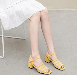LuizaBarcelos女士粗跟凉鞋 199元