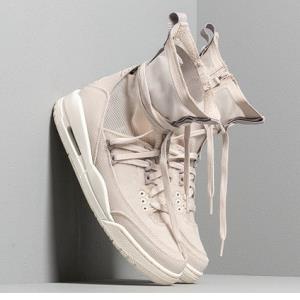 AirJordan3RTREXPLiteXX?女子运动鞋 769元