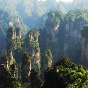 旅游尾单:上海-张家界5天往返含税机票+接机 699元起/人