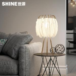 北欧风格台灯后现代羽毛造型客厅卧室书房床头灯具个性创意家用灯 102元