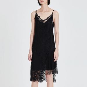 MO&Co./摩安珂吊带两件套拼接蕾丝连衣裙 199元